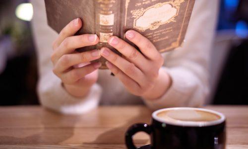 カフェで読書